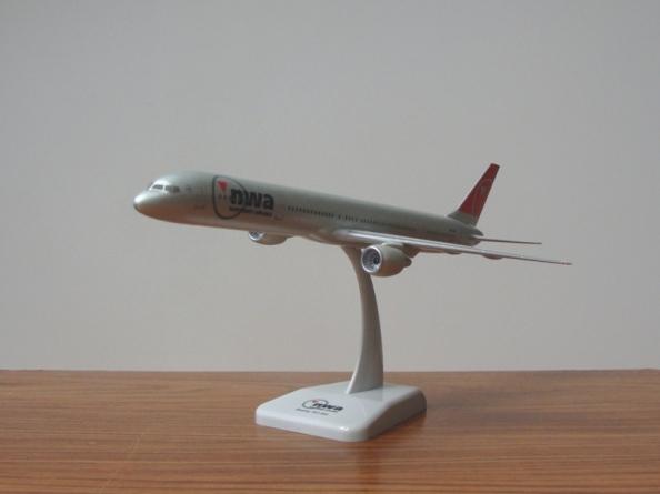 Boeing 757 Northwest livery
